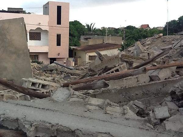 (Dernière minute) Le mur d'un  immeuble de six étages s'écroule à Dakar sur un homme