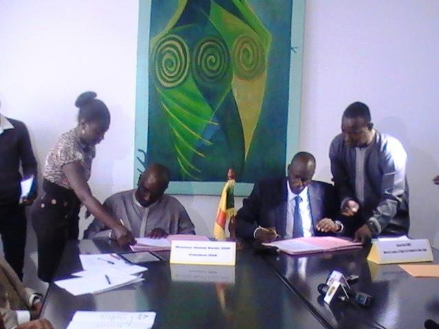 Problématique de l'emploi: Benoît Sambou signe un protocole d'accord avec l'IPAR et annonce 156 fermes agricoles