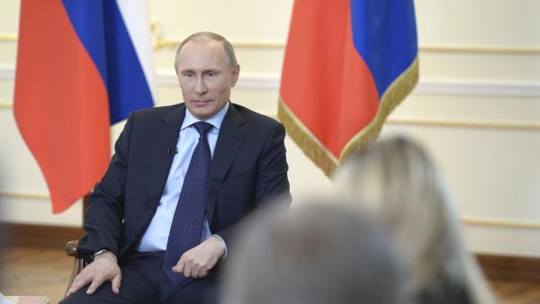 L'Europe et la Russie entre dialogue et menaces de sanctions