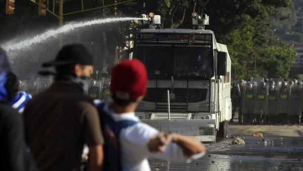 Le Venezuela plus divisé que jamais, un an après la mort de Chavez