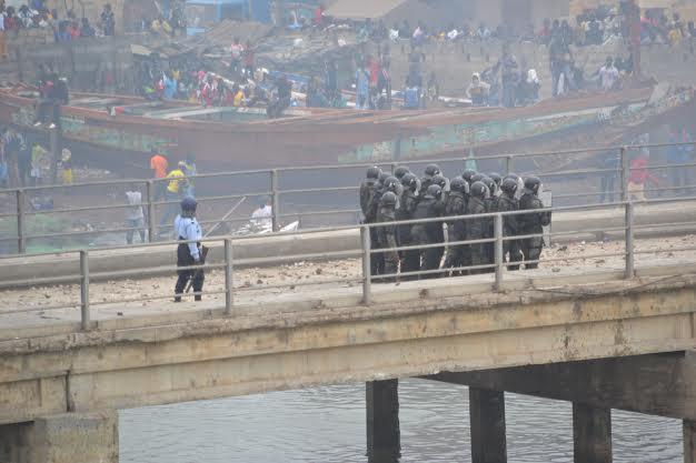 Direct Guet Ndar : les policiers repoussés par les manifestants