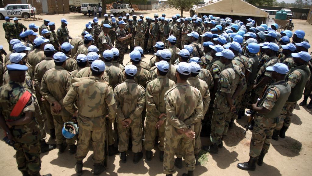 Membres de la Minuad au Darfour. UN Photo/Albert Gonzalez Farran