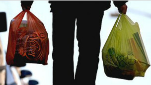 Des emballages plastiques utilisés pour des emplettes