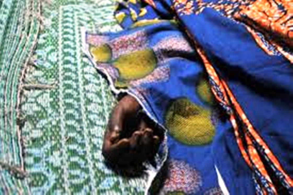 """Grand-Yoff: Salif Diassy et  sa fille de 9 mois meurent, sa femme et ses 2 fils à l'hôpital après avoir bu du """"sombi"""""""