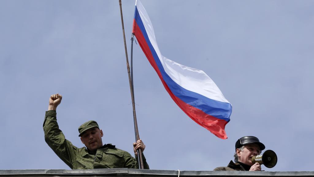 Crimée: après le blocus, les forces pro-russes lancent la conquête