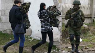 Les militaires ukrainiens et leurs familles bientôt évacués de Crimée.