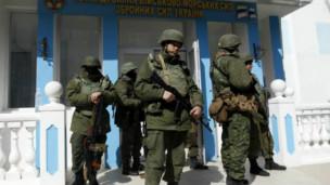 Les militaires ukrainiens n'ont pas riposté par la force.