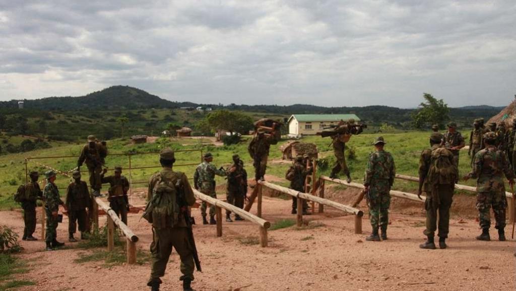 L'Union européenne forme des officiers et sous-officiers somaliens au camp de Bihanga, au sud-ouest de Kampala en Ouganda.