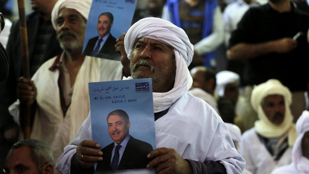 Des partisans de l'ancien Premier ministre algérien Ali Benflis, candidat à la présidentielle du 17 avril, lors d'un meeting à El Oued dans le sud-est du pays, le 25 mars 2014.