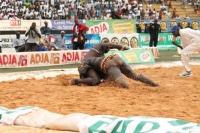 Lutte:Amanekh a battu Moussa Dioum