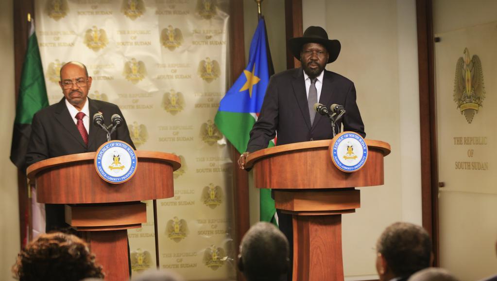 Le président du Soudan du Sud Salva Kiir avec son homologue soudanais Omar el-Béchir ce 6 janvier à Juba. REUTERS/James Akena