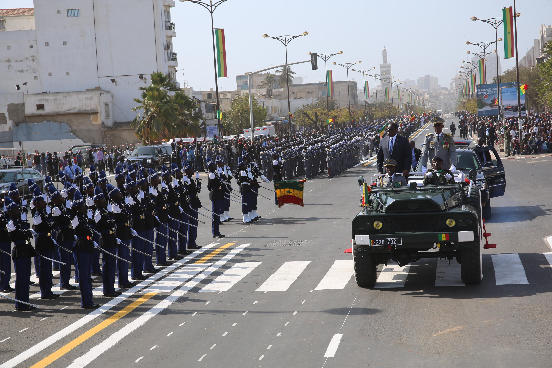 DEFILE DU 04 AVRIL: Et si les populations imitaient la discipline militaire… ?