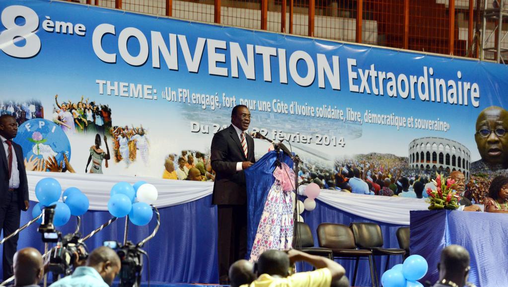 Le président par intérim du FPI, Pascal Affi N'Guessan, lors de la cérémonie de clôture de la 8e convention de son parti, à Abidjan, le 22 février 2014. AFP/Issouf Sanogo