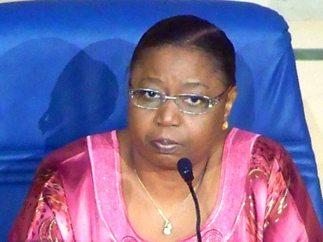Fièvre Ebola : Eva Marie Colle Seck renseigne Alpha Condé et répond à la représentante de l'OMS