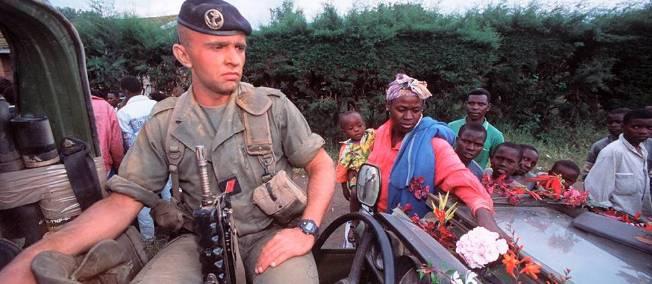 Des soldats français quittent le Zaïre pour le Rwanda en 1994. © Nicoals José