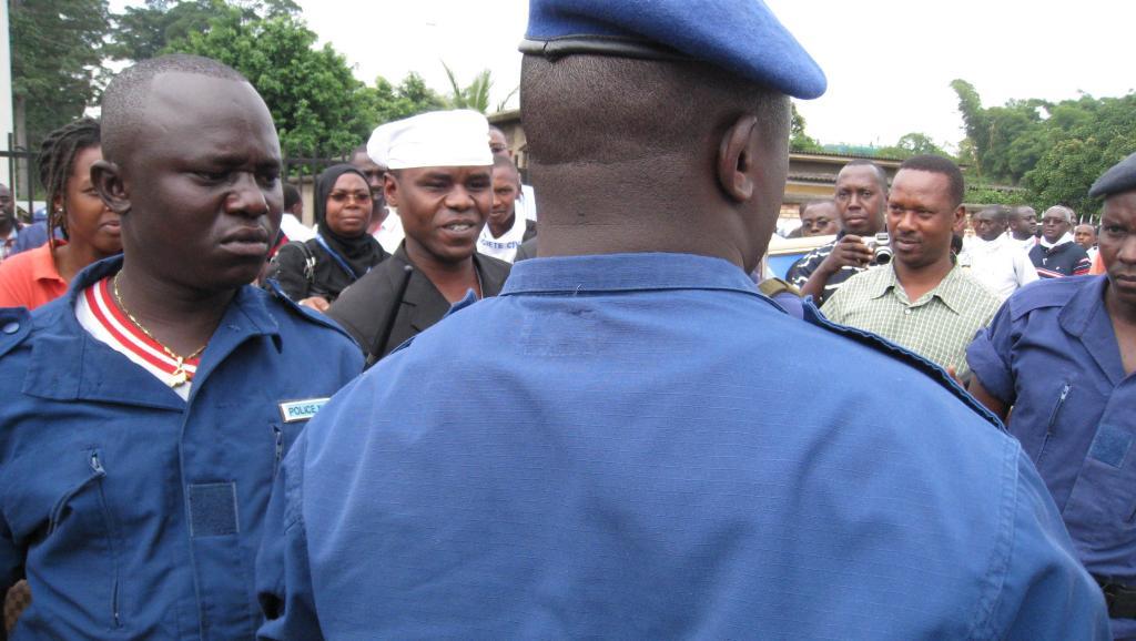 La police s'est présentée en force là où était censée se cacher la prophétesse Zebiya et a procédé à l'arrestation d'une centaine de ses fidèles.