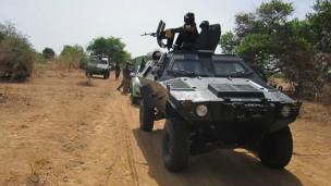 Des soldats en patrouille dans le nord-est du Nigeria, une région en proie à de meurtrières attaques
