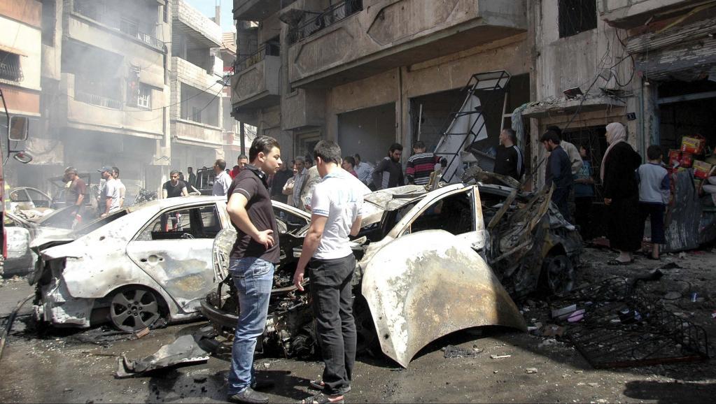 A Homs, au moins 45 personnes ont été tuées et 85 autres blessées, le 29 avril 2014, dans un attentat à la voiture piégée et un tir de roquette.