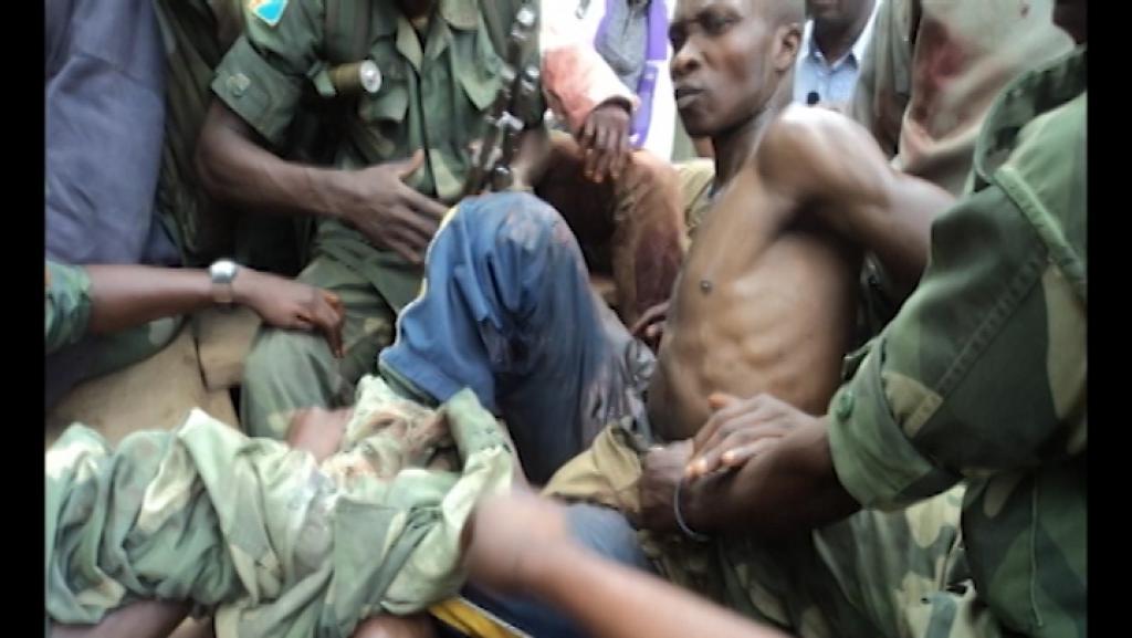 Plusieurs miliciens de Morgan visiblement blessés à l'arrière d'un pick-up de l'armée, le 14 avril dernier, jour de la mort de leur chef. Photo exclusive transmise à RFI et France 24.