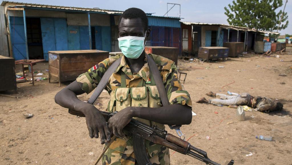 Un combattant de la rébellion de Riek Machar à Bentiu, au Soudan du Sud.