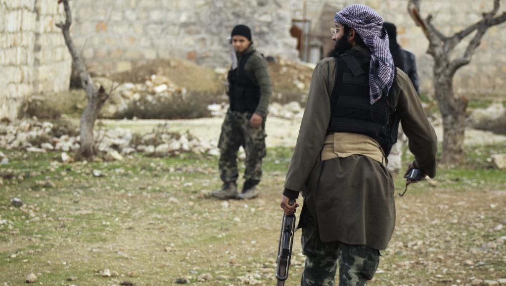 Jihadistes positionnés autour de l'aéroport d'Alep, le 28 janvier 2014.