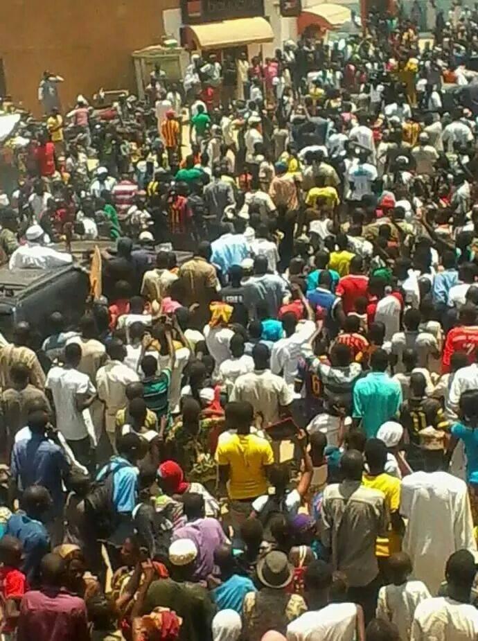 En images Kaolack: Abdoulaye Wade acceuilli par un bain de foule