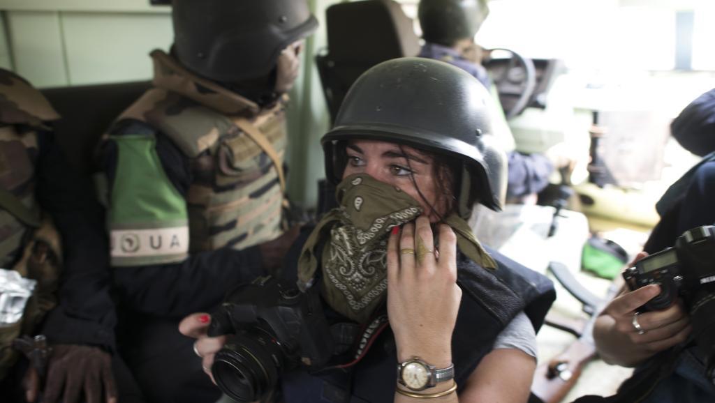 La photojournaliste française Camille Lepage, ici en février 2014 lors d'un reportage à Bangui. AFP PHOTO / FRED DUFOUR
