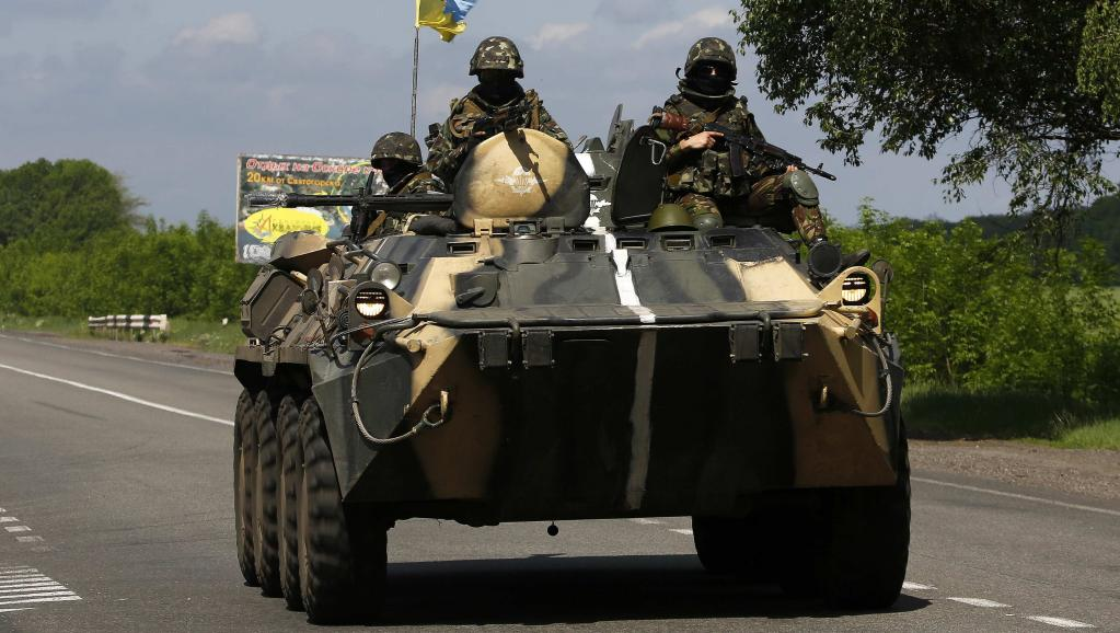 Un véhicule de l'armée ukrainienne patrouille près de Sloviansk, le 13 mai 2014. REUTERS/Yannis Behrakis
