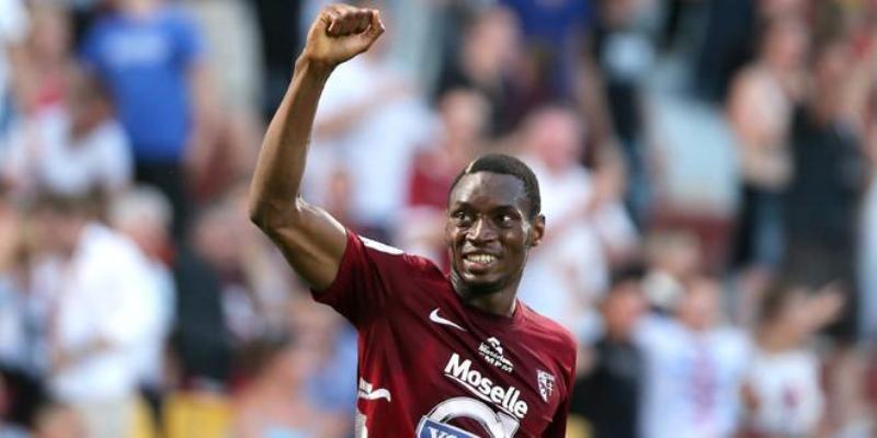 La folle saison de Diafra Sakho : primé meilleur joueur de Ligue 2 française, il étrenne le maillot national