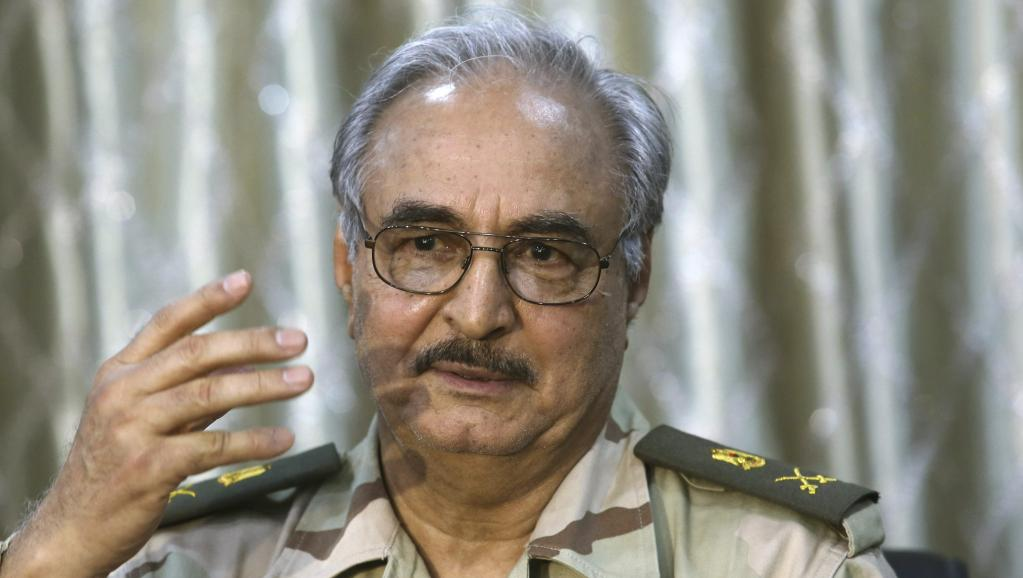 Le général Haftar, lors d'une conférence de presse à Abyar, à l'est de Benghazi, le 17 mai 2014. REUTERS/Esam Omran Al-Fetori