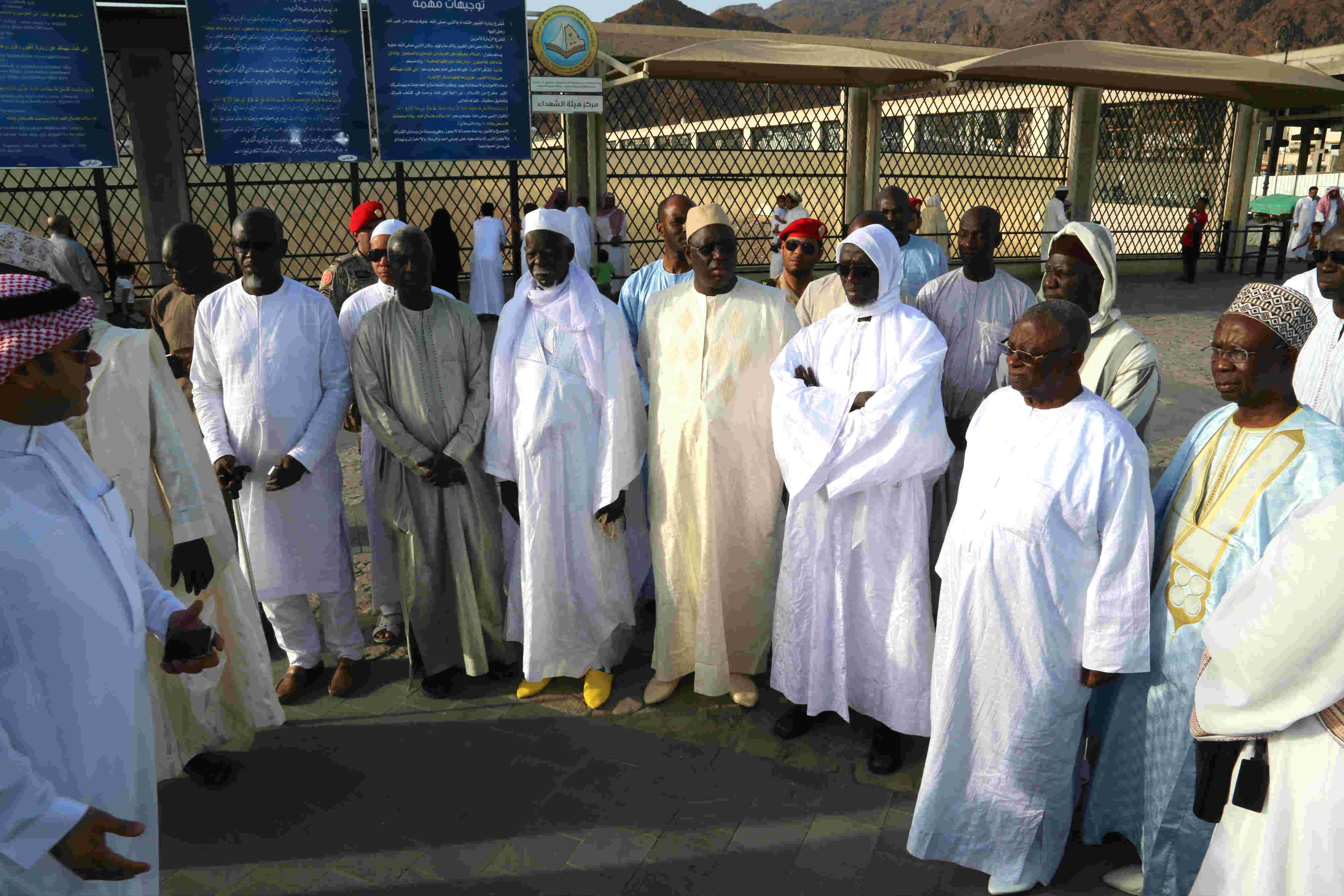 Macky Sall sur les monts sacrés d'Uhut et Quba, en compagnie de dignitaires religieux