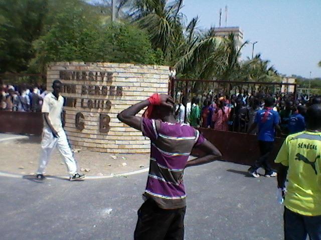 UGB en crise : Les étudiants en rogne boudent les classes et décrètent 96 heures de grève