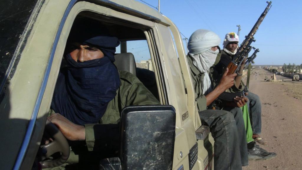 Groupe de soldtas touaregs du MNLA dans la région de Kidal, le 4 février 2013. REUTERS/Cheick Diouara