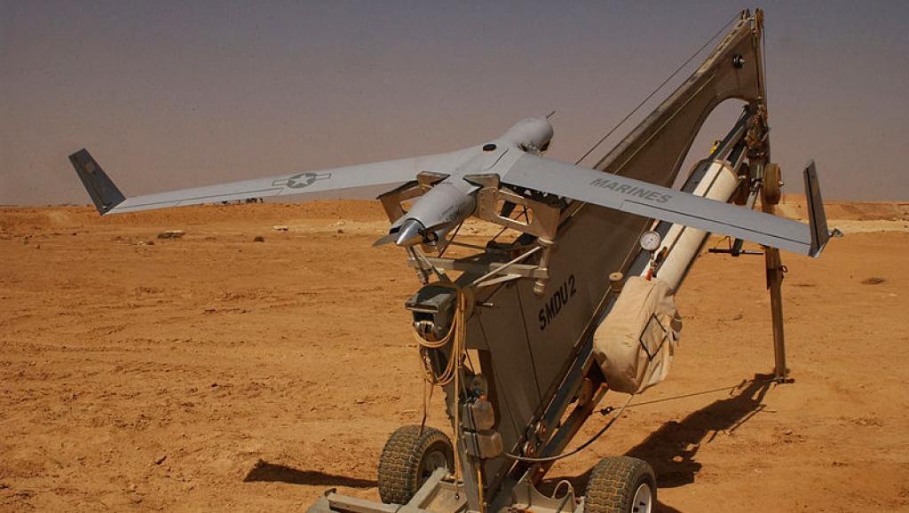 Drone américain de reconnaissance de type «Scan Eagle» sur son site de lancement. Photo: Shannon Arledge (USMC), source: Wikipédia