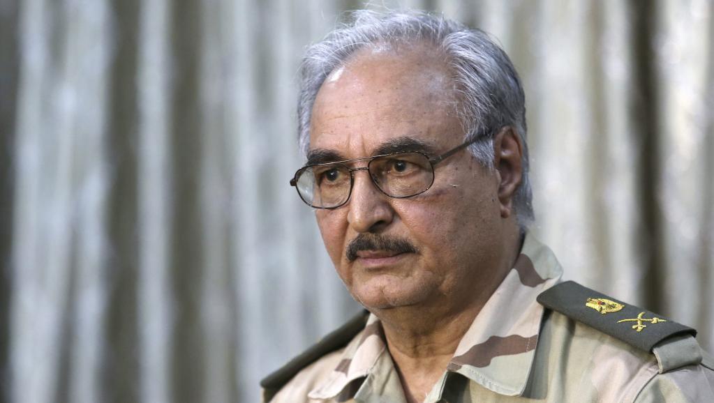 Le général Khalifa Haftar, lors d'une conférence de presse près de Benghazi, le samedi 17 mai 2014. REUTERS/Esam Omran Al-Fetori