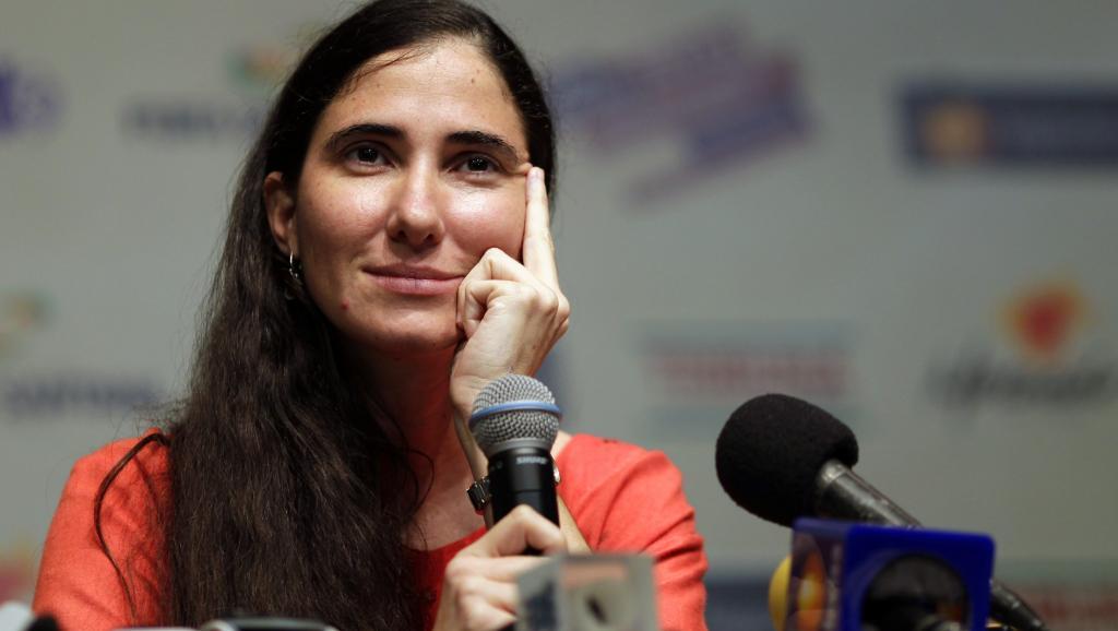 Yoani Sanchez dirige la publication de Quatorze y medio avec son mari. (Photo de Feira de Santana le 19 février 2013) REUTERS/Ueslei Marcelino