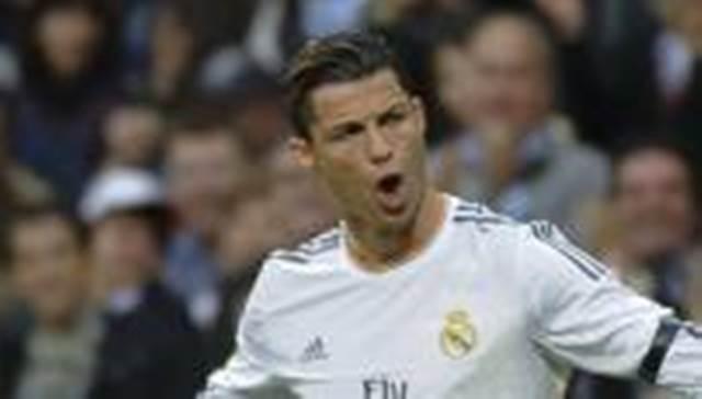 Les attaquants du Real Madrid, Cristiano Ronaldo et Karim Benzema, se sont entraînés vendredi à Lisbonne, où se tiendra samedi la finale de la Ligue des Champions, face à l'Atlético. «Cristiano n'a pas de problème. Il jouera, avait auparavant assuré son entraîneur, Carlo Ancelotti, en conférence de presse. Pour Pepe et Benzema, on va voir. Ils ne se sont pas entrainés cette semaine. Il faut voir s'ils récupèrent bien de l'entraînement d'aujourd'hui.»  Si Benzema pourrait débuter, Pepe reste lui très incertain et, s'il doit déclarer forfait, sera remplacé par Varane.