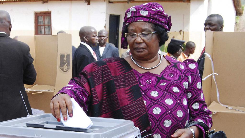 La présidente du Malawi Joyce Banda, lors de l'élection présidentielle du 20 mai 2014. REUTERS/Eldson Chagara