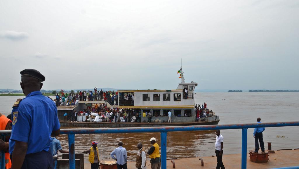 Un bateau du Congo ramenant en RDC des Congolais expulsés ou qui ont fui craignant une expulsion violente.