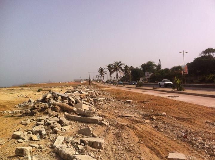 Corniche: le mur de la honte tombé, la Turquie invitée à venir balayer ses gravats