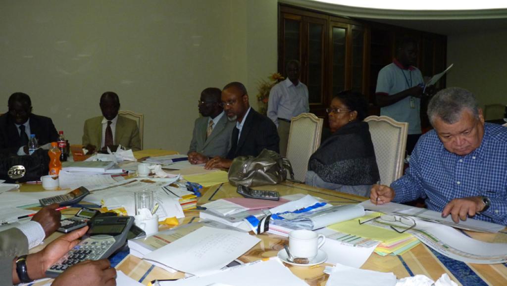 Séance de travail à la CEI, dans la salle des procès verbaux à Abidjan, le 2 novembre 2010. Norbert Navarro / RFI