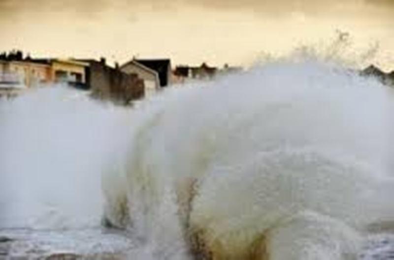 Houle dangereuse : des maisons et le cimetière de Thiawléne envahis par les eaux, l'ANACIM confirme l'alerte rouge