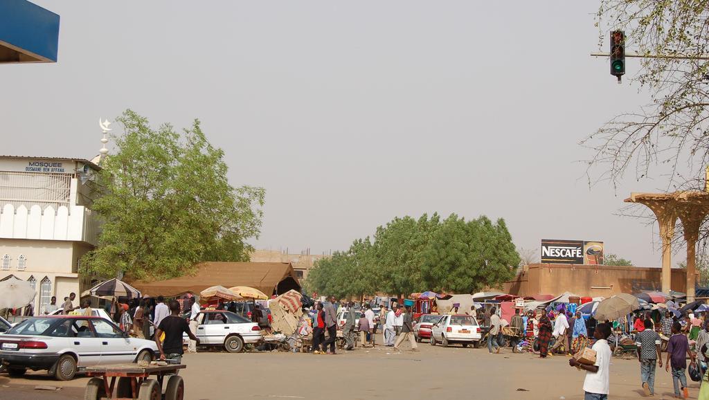 Abords du Grand marché de Niamey. Roland Huziaker