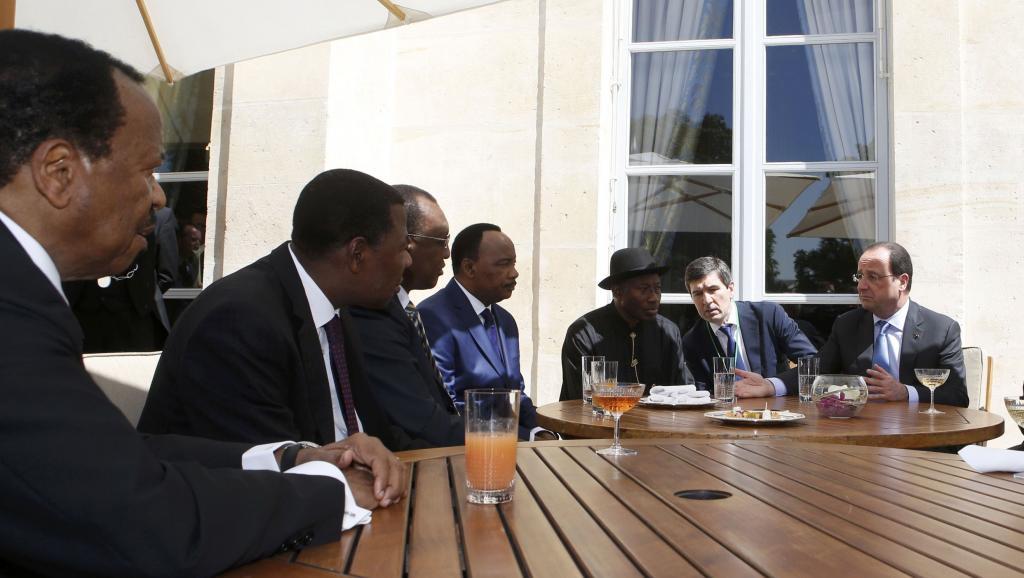 Les chefs d'État des pays menacés par Boko Haram, au premier rang desquels le Camerounais Paul Biya (G), lors du sommet de l'Elysée, le 17 mai 2014. REUTERS/Gonzalo Fuentes