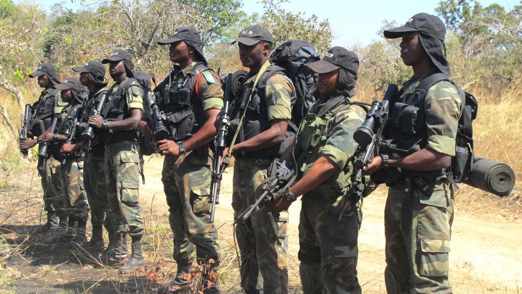 Des militaires camerounais (ph. archives décembre 2012). AFP PHOTO / REINNIER KAZE