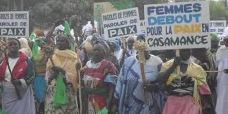 """Crise Casamance : Annoncées par les « Saltigués » comme leviers de la paix, les femmes «sérères» à la rencontre de leurs sœurs """"diolas"""""""