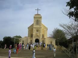 DANS L'EFFERVESCENCE DU PELERINAGE 2014 :   Popenguine va revisiter les vertus de la famille avec ses milliers de fidèles