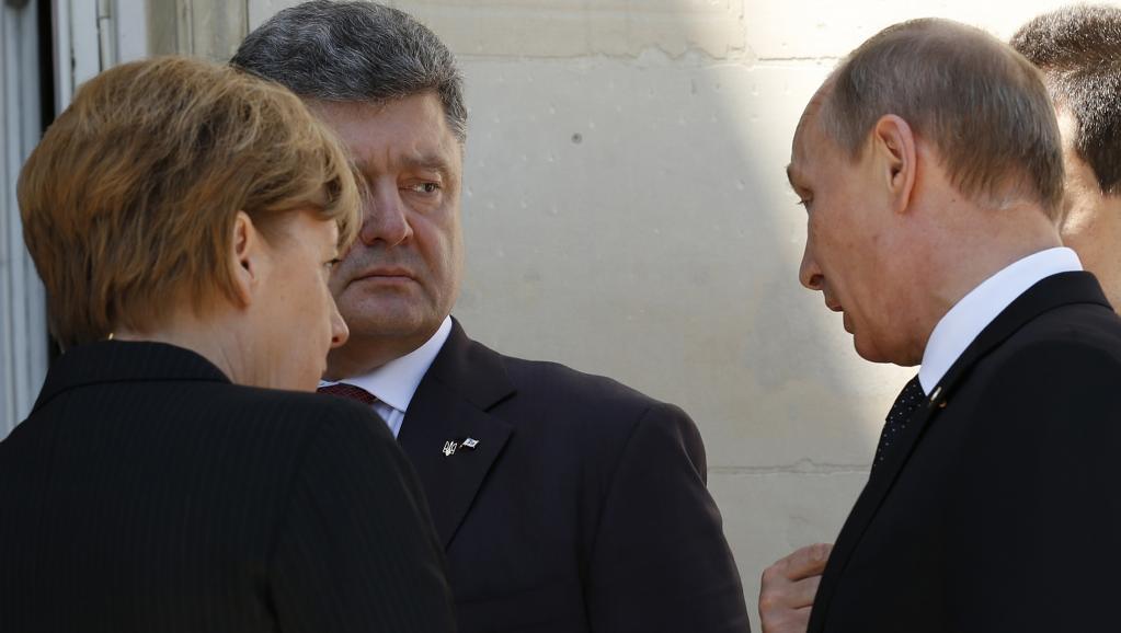 Petro Porochenko, Angela Merkel, et Vladimir Poutine aux commémorations du D-Day en Normandie, vendredi 6 juin 2014