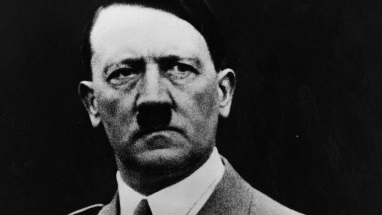 États-Unis : un panneau publicitaire avec une citation d'Adolf Hitler crée la polémique