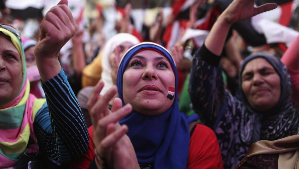 Les jeunes filles ont été agressées sexuellement par un groupe d'hommes lors des célébrations pour l'investiture du président Abdel Fattah al-Sissi, place Tahrir, dimanche 8 juin au Caire. REUTERS/Asmaa Waguih